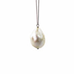 Bauble Pearl Pendant Close 1031
